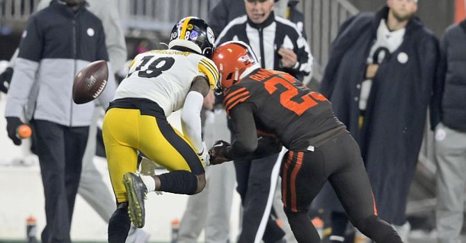 Diontae Johnson survived Damarious Randall's helmet hit better than JuJu Smith-Schuster survived Greedy Williams'. (sports.yahoo.com)