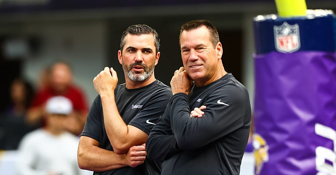 Kevin Stefanski (left) embraced the mentorship of Gary Kubiak last year with the Minnesota Vikings. (Getty Images)
